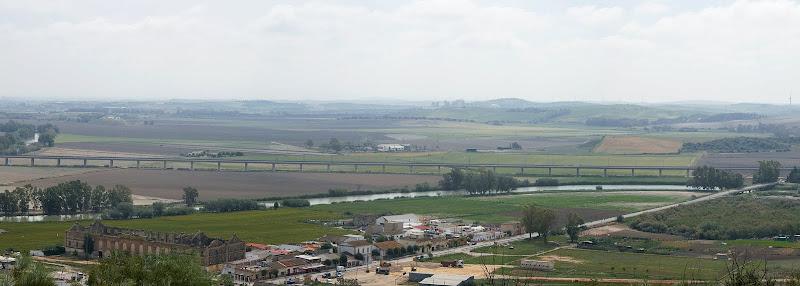 Vista desde la cima. Antigua azucarera y barriada de El Portal