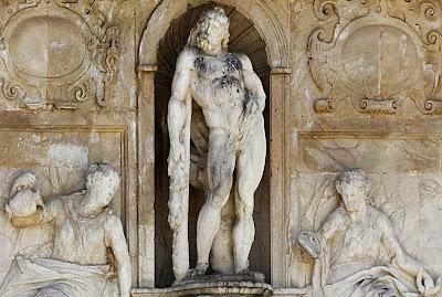Fachada de la Casa del Cabildo: Hércules