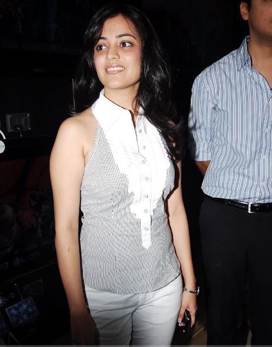 nisha agarwal at samsung mobile stores unseen pics