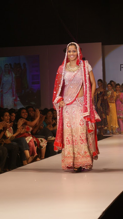 exclusve sania nehwal in bridal rwalk actress pics
