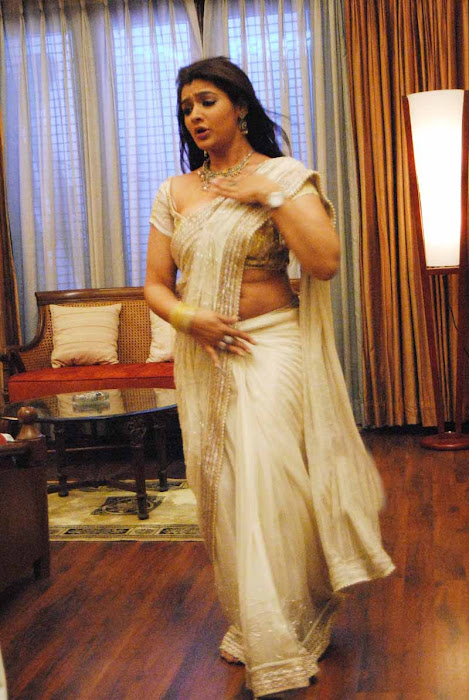 aarthi agarwal in bmym romantic song unseen pics