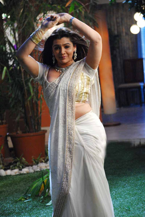 aarthi agarwal in bmym romantic song cute stills