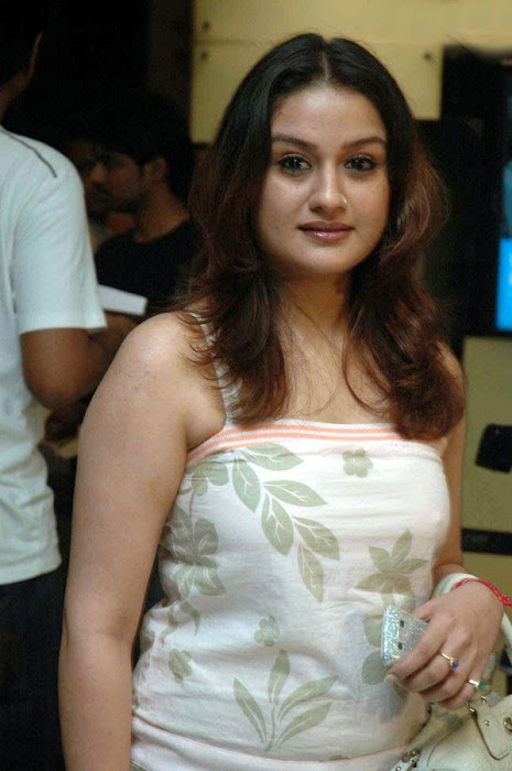 sonia agarwal at salt premier