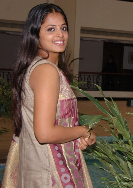 sindhu menon spotted after marriage rare latest photos