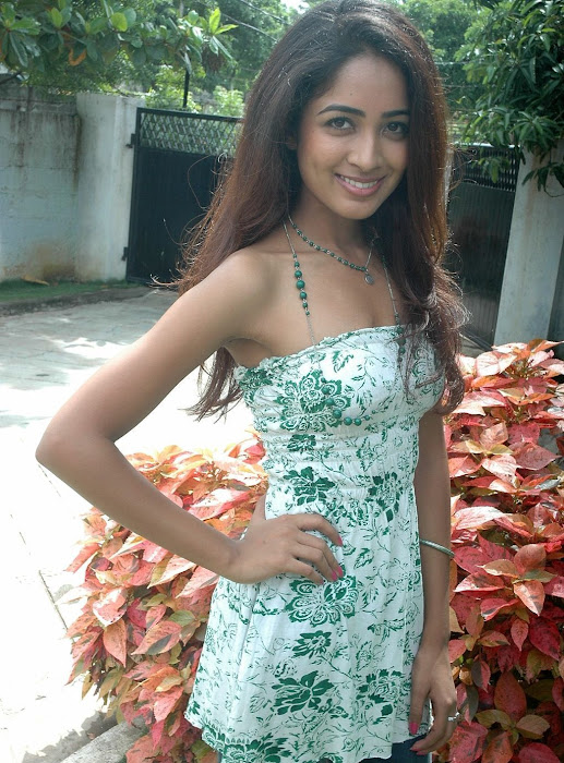 athithi thakita thakita acctress shoot hot images