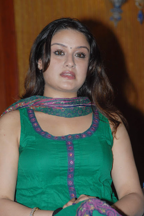 sonia agarwaal spicy looks cool in green chudidar