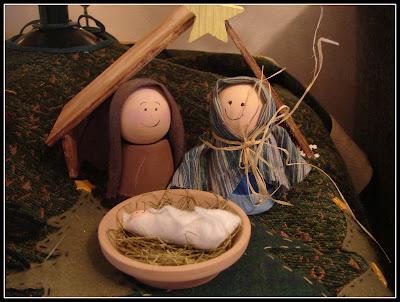 Presepe di Natale in legno e tessuti riciclati