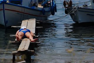 foto vacanza turista mare isola greca