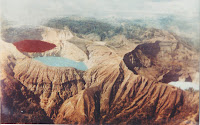 Danau Kelimutu Berubah Warna