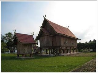 rumah-adat-panggung-jambi-traditional-house