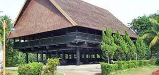 Rumah-Souraja-Sulteng-traditional-house