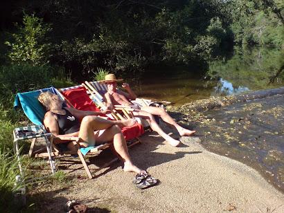 Even uit puffen bij de rivier
