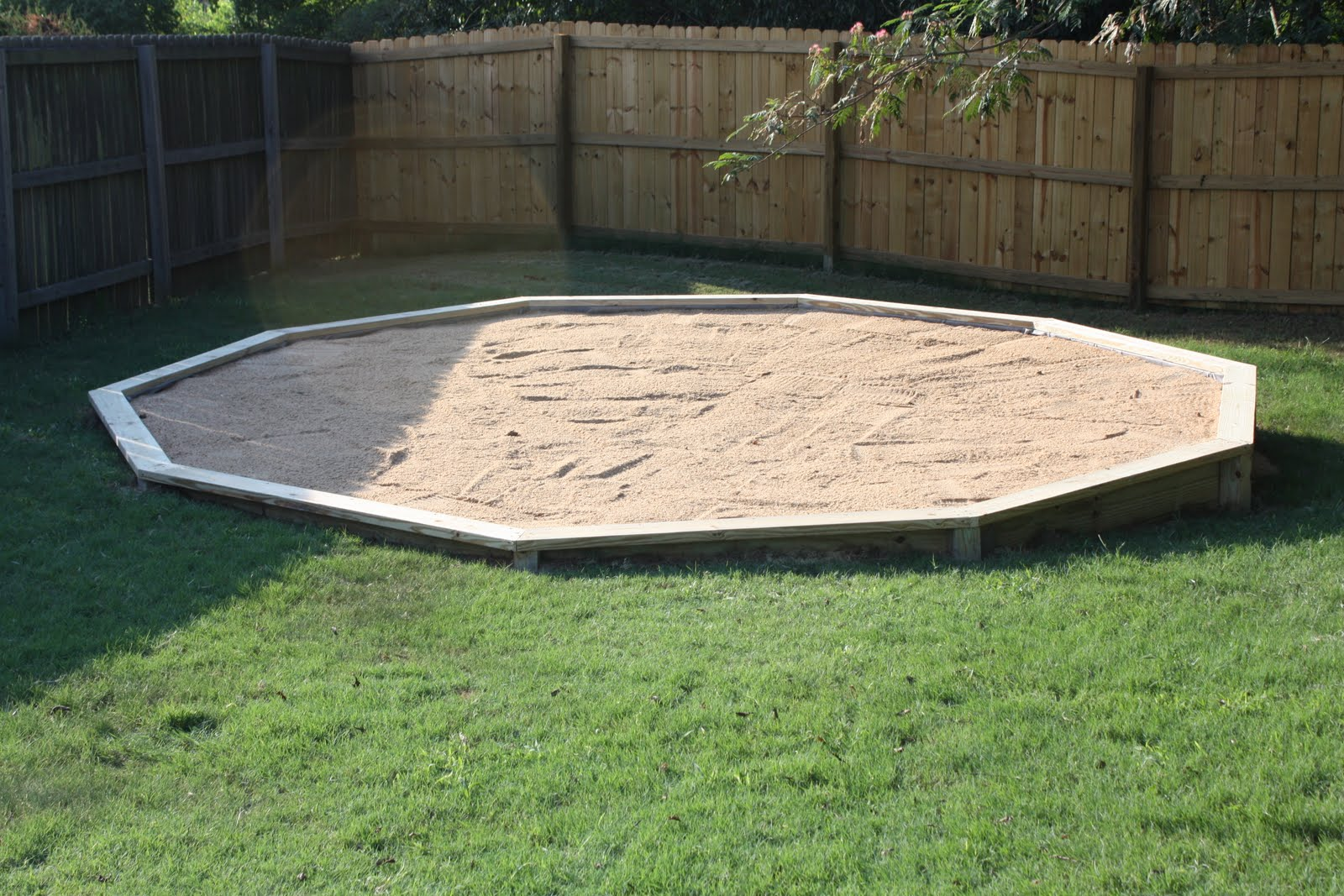 Rockin smockin pool base for Above ground pool base ideas