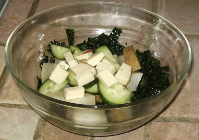 kale salad with gouda and pears