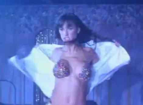 Télécharger vidéo érotique demi moor striptease