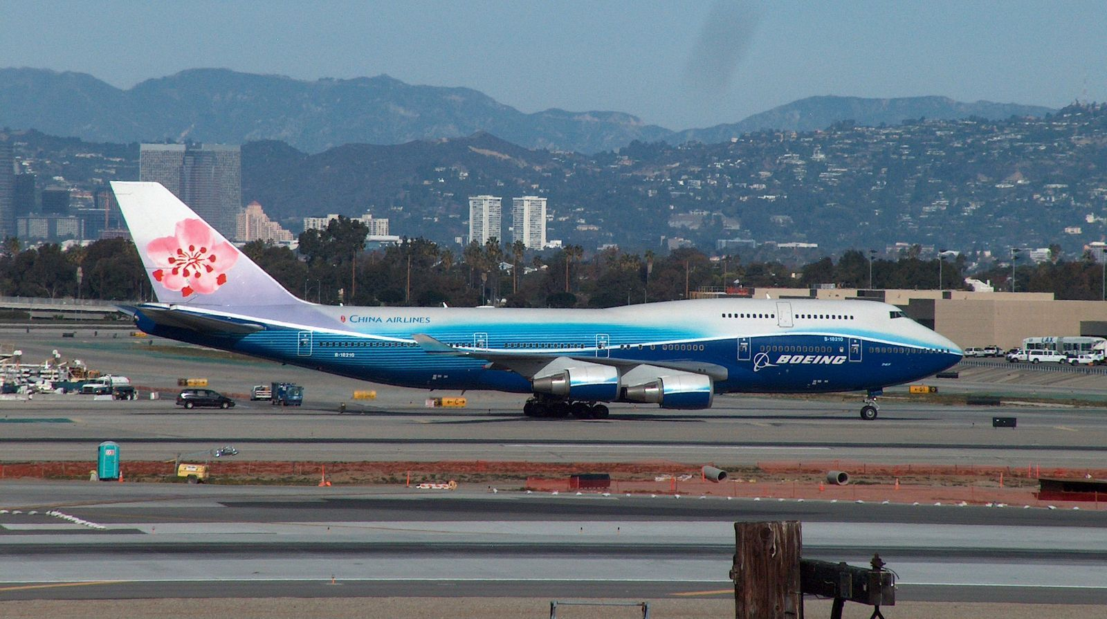 http://4.bp.blogspot.com/_ja676MG45Zg/TQCYmns0zHI/AAAAAAAAEvM/ABbXLmokYp0/s1600/china-airlines-b747-8-taxying.JPG