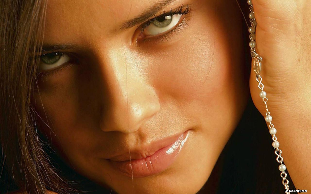 http://4.bp.blogspot.com/_jbUB5_e4Rh8/TNbt_IEjQCI/AAAAAAAAAkE/Wl-xawb7wYs/s1600/Adriana-Lima-024-1280x800.jpg