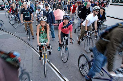 Image of bicyclists in San Francisco's Critical Mass