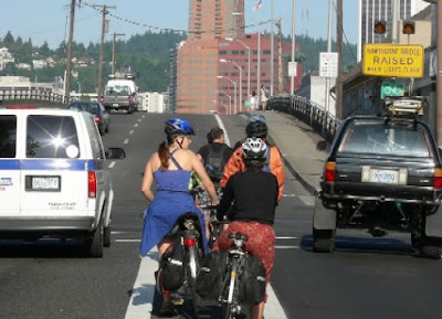Image of bicycle commuters in Portland, Oregon