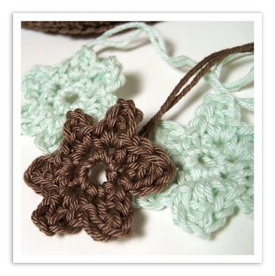 Crochet Flowers - Easy to make - Squidoo : Welcome to Squidoo