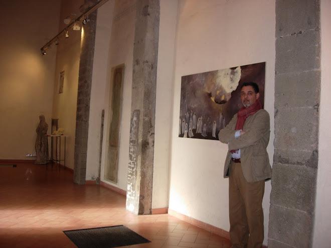 Alessandro Bedetti accanto a Believing di Brigitta Rossetti, Museo Mastroianni, Marino, Roma