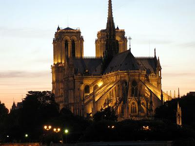 Cathédrale Notre Dame de Paris at dusk