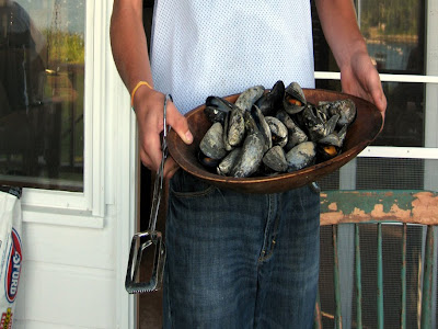 Grilled mussels in a serving bowl