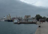 Barcos y el palacete del embarcadero