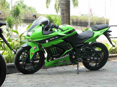 MOTORCYCLE MODIFICATION | Kawasaki Ninja 250 MotoGP Cutting Sticker Monster Energy