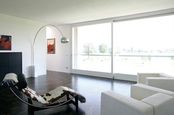 Minimalist design house italian style minimalist for Italian interior design
