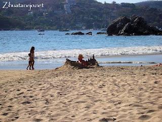 Building a sandcastle on Playa La Ropa