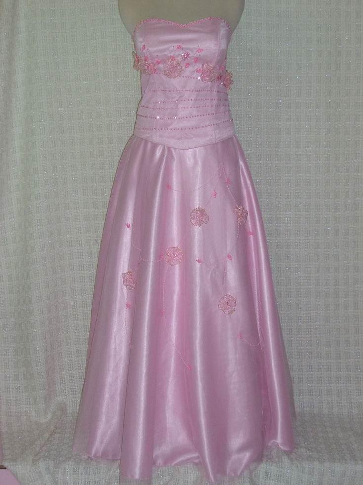 berbagai macam model warna dan variasi yang menarik untuk gaun pesta
