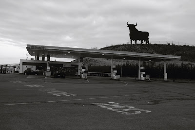photo le taureau espagnol, el toro, station shell, photo dominique houcmant, goldo graphisme