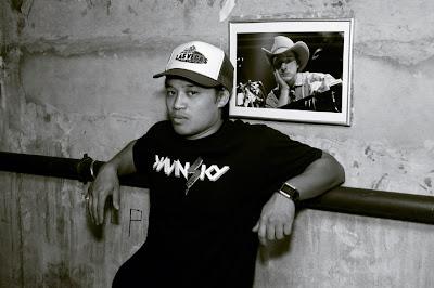 portrait d'un garçon avec une casquette 'las Vegas' et un T-shirt 'Kavinsky', liège Soundstation, photo © dominique houcmant