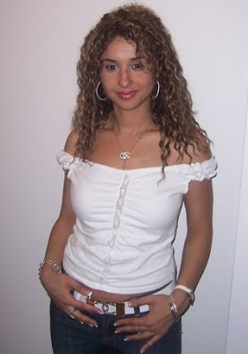 http://4.bp.blogspot.com/_jo1xsRVxX7o/TBXZbeVXRBI/AAAAAAAAE4A/la0UPhzxjhA/s400/Jordani+Girls+Pics.jpg