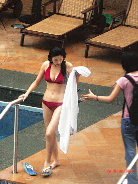 http://4.bp.blogspot.com/_jo1xsRVxX7o/THSW2QKkiNI/AAAAAAAAFTs/QlzPd4MYIxU/s1600/Kitty+Zhang+Yuqi+Bikini+Stills.jpg