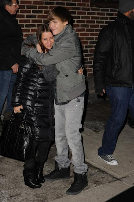 Justin Biebers  on Justin Bieber Hugs His Mom   Disney Star Universe