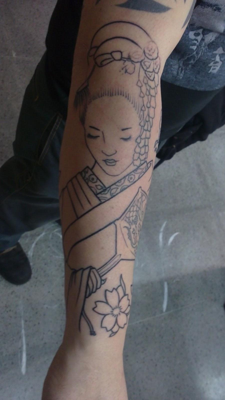 Baleal tattoo tatuagem japonesa de uma gueixa com flores - Tattoos geishas japonesas ...