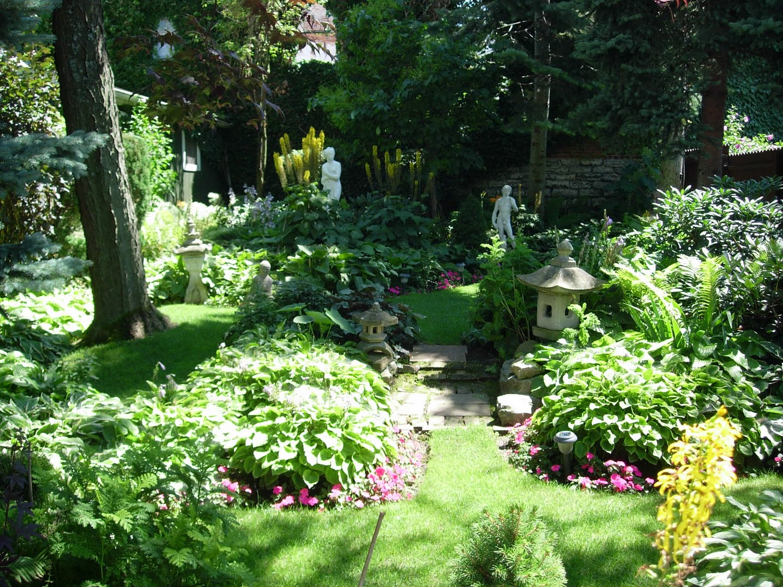 Sunny buffalo the secret gardens of buffalo for Gardening and landscaping