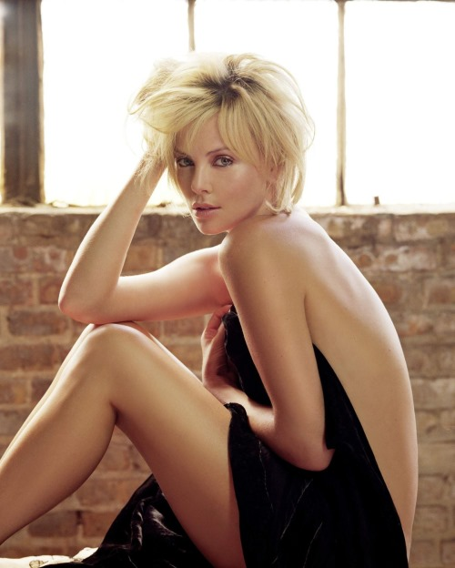 Hot and Sexy Charlize Theron...looking too sexy (9 Photos)