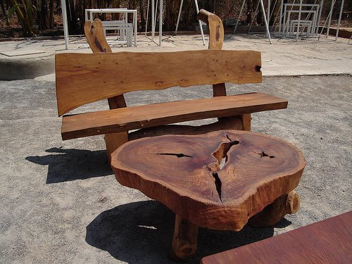 """Outra mesa é sempre útil e esta faz um conjunto perfeito para """"mobilar"""" a sua fazenda."""