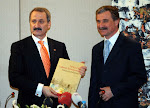 Sanayi Bakanı Çağlayan'a, kitabım takdim ediliyor
