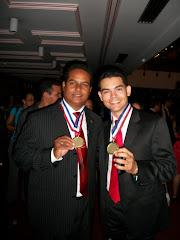 Camilo Then, Premio Regional de la Juventud 2009, junto a Manuel Marmolejos.