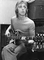 Mick Ronson e sua Gibson Black Beauty, modelo 1968