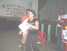 Jenny Patricia recibe su certificado