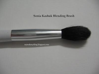http://4.bp.blogspot.com/_jv3nI0G229k/SKC299VmfkI/AAAAAAAAAbI/u9y_5NrT0lQ/s400/Eye+brush+4.jpg