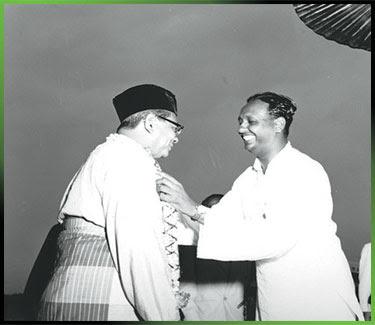 HUBUNGAN rapat antara Sambanthan dan Tunku Abdul Rahman dapat dilihat