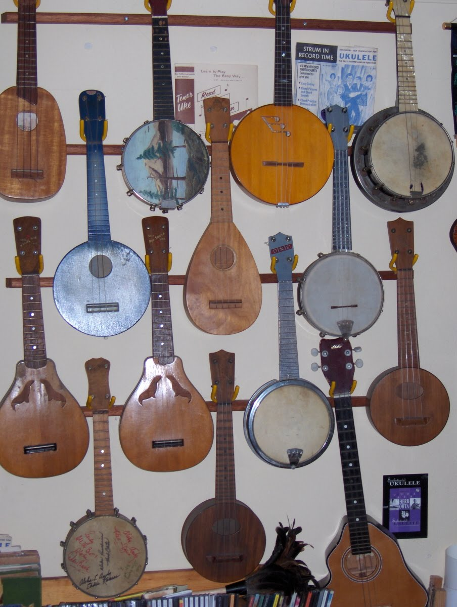 Humble uker ramblings may 2010 the ukulele at the lower right has a body shaped like an island cant remember if it was of the big island of hawaii or not fandeluxe Image collections