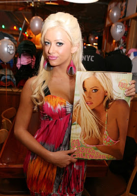 HOOTERS 2009 SWIMSUIT CALENDER GIRLS !