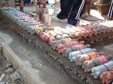 Técnica de construcción con botellas